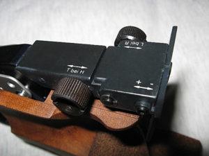 Die Kimme lässt sich stufenlos zwischen 3 und 5,5mm verstellen.